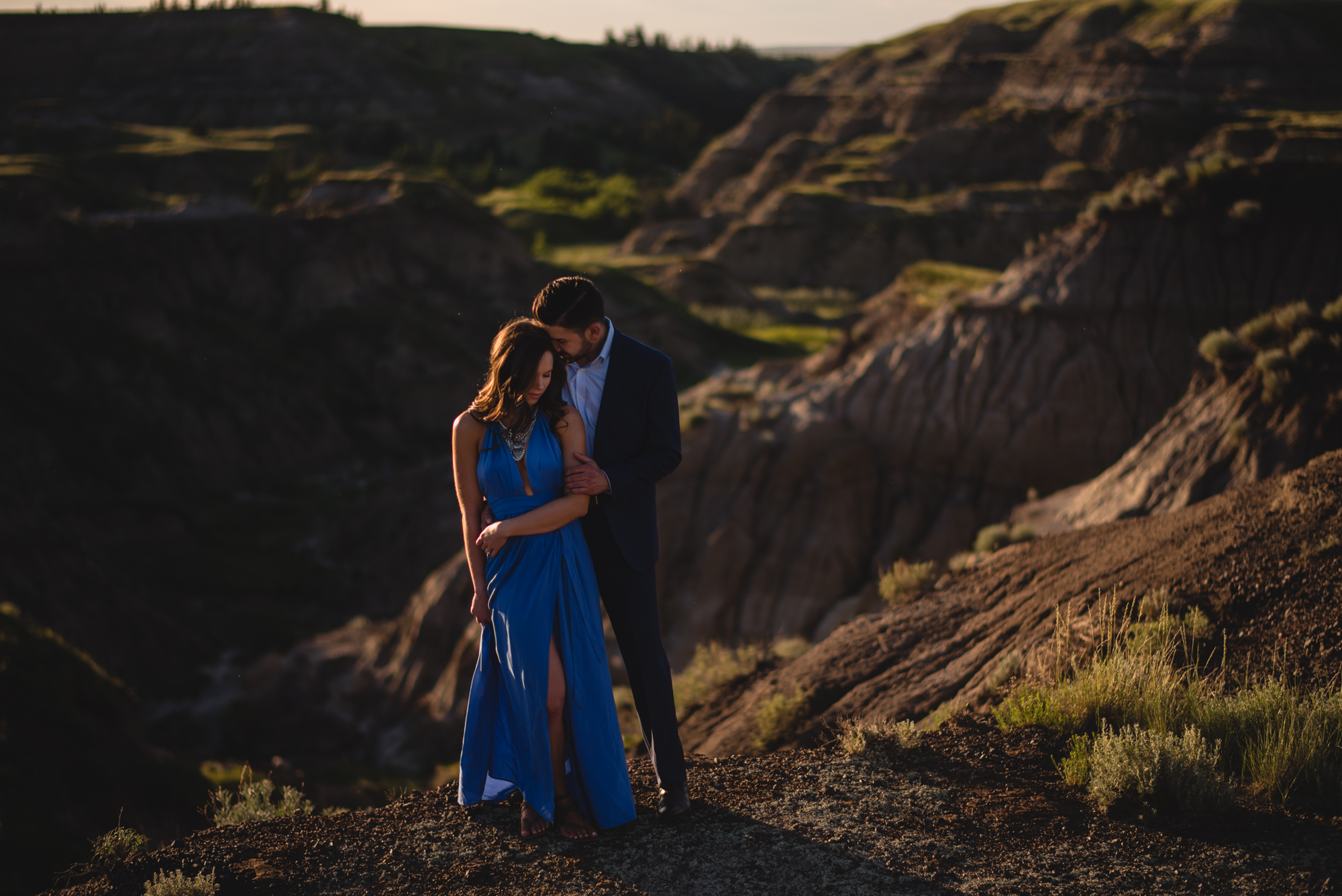 drumheller engagement couple sunset